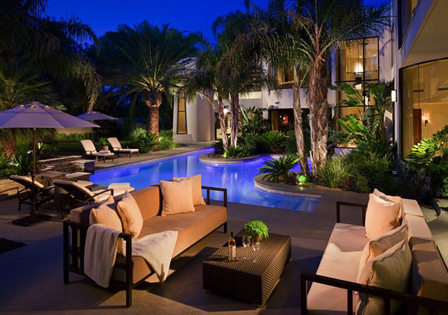 luxury backyard remodel in las vegas